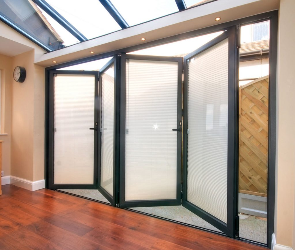 Aluminium bifold door with integral blinds